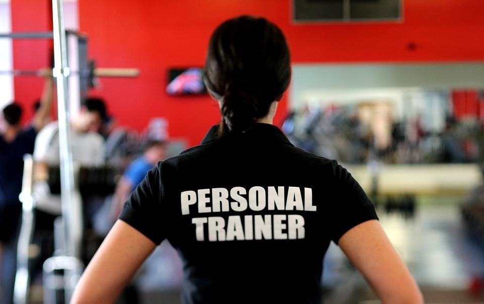 【論文紹介】パーソナルトレーナー有り/無しの筋トレ or ボディパンプへの参加が最大筋力および体組成に与える影響