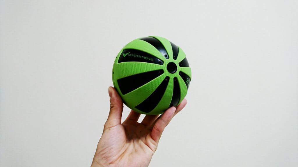HYPERSPHEREのサイズ感はソフトボールよりも少し大きいくらい
