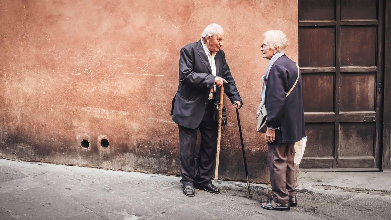 【論文紹介】高齢者に対する筋力トレーニングの有効性:システマティックレビュー